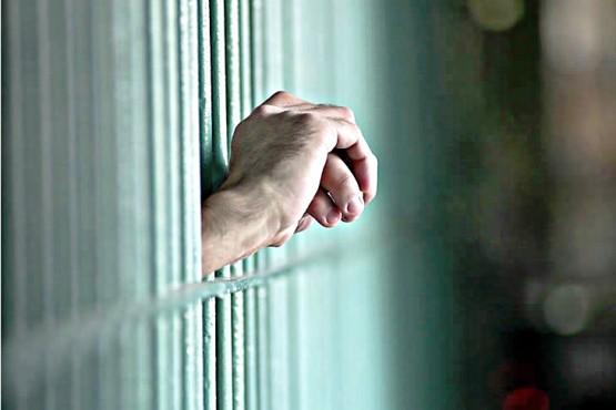 Policía fue detenido acusado de abusar de su hija