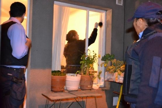 Investigan el robo en una casa del barrio Bicentenario