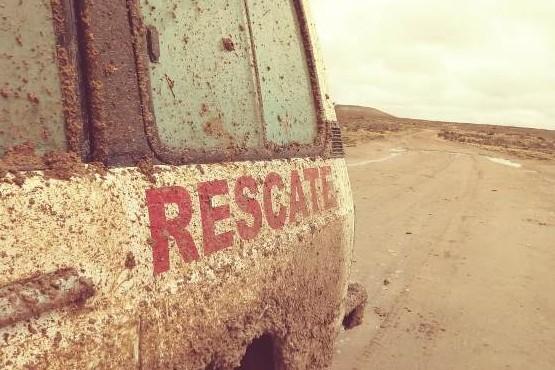 Rescataron a personas varadas por temporal a unos kilómetros de Tres Cerros