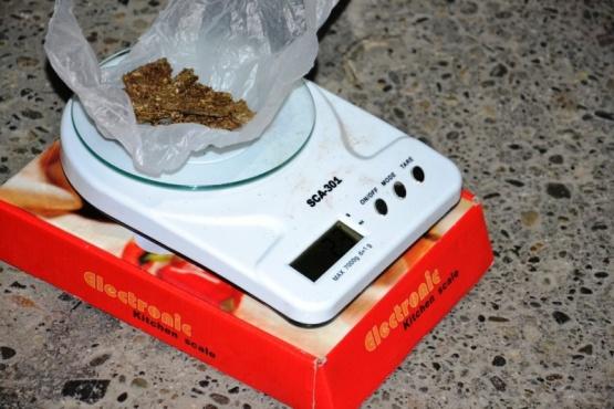 Dos jóvenes fueron detenidos por portar marihuana
