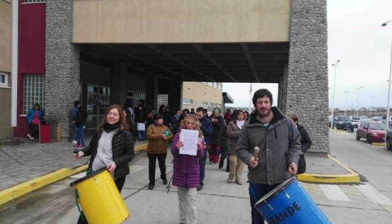 Foto: Reclamo de trabajadores del SAMIC en asamblea
