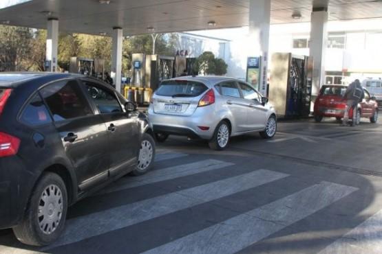 Los combustibles subirán otro 4% desde la medianoche del domingo