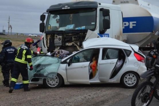 Dos muertos en un violento choque en el acceso norte a Trelew