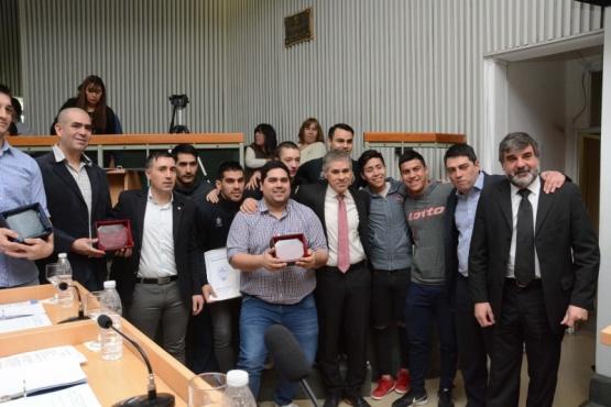 Felicitan a integrantes del Atlético Boxing Club