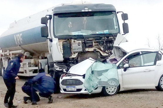 Salieron desde Caleta Olivia y murieron al chocar con un camión
