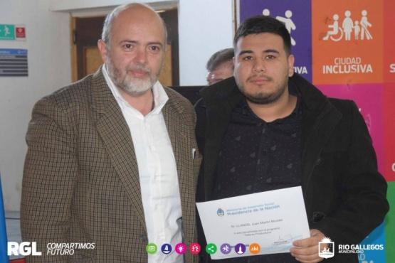 Entregaron certificados de Talleres Familiares y Ayuda Urgente
