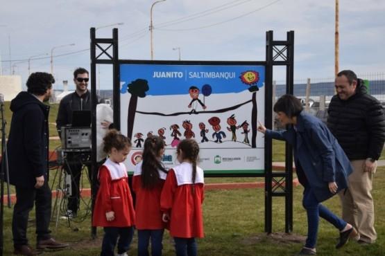 Descubren nuevo cartel frente al monumento de Don Bosco