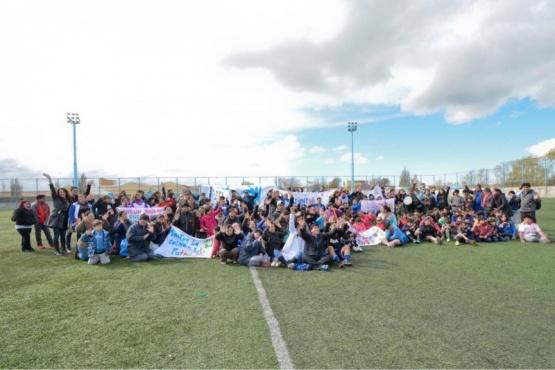 """Más de 150 chicos se congregaron en """"Santa Cruz nos une"""""""