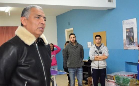 Jorge Soloaga junto a los estudiantes.