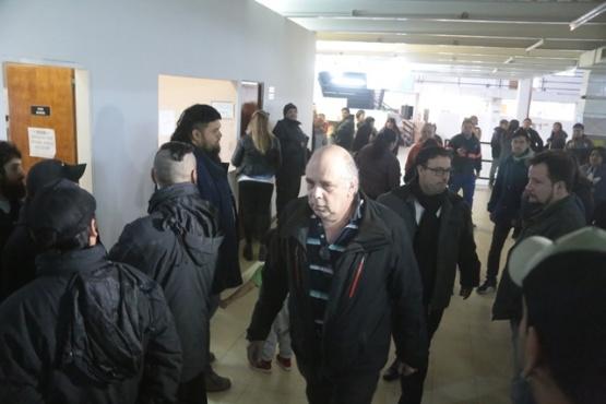 Trabajadores de cloaca encararon a Giubetich y denunciaron amenazas en el sector