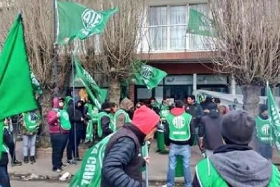 Auxiliares de ATE reclaman frente al CPE