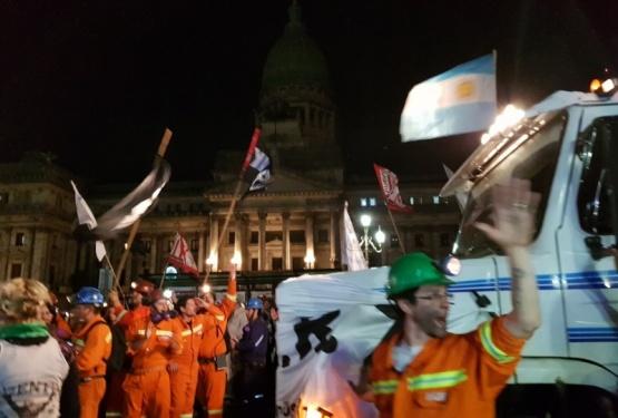 """""""Carbonazo"""" frente al Congreso"""