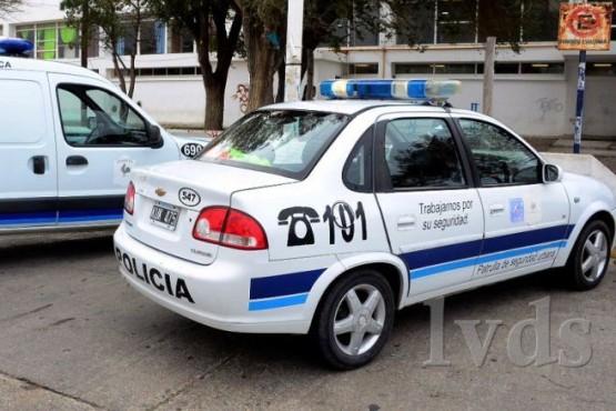 Taxista fue a entregar un pedido y le robaron hasta el reloj tarifario