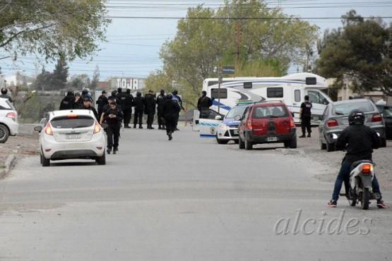 Un joven detenido y cuatro policías heridos por una pelea