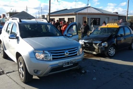 Una mujer resultó lesionada tras una colisión