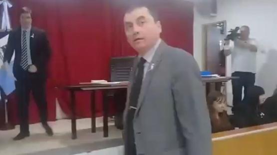 Entre gritos y acusaciones: así asumía Ruiz en la presidencia del Concejo