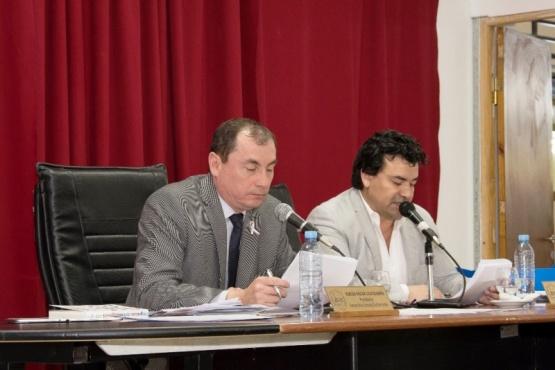 El Presidente Evaristo Ruiz y el secretario Gustavo Gómez, luego de la votación.