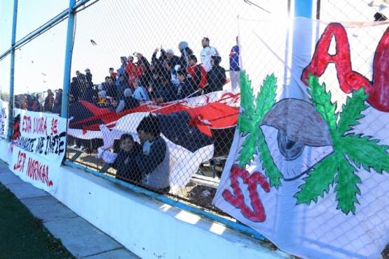 Por disturbios y molestias de vecinos, piden correr las tribunas de la Enrique Pino