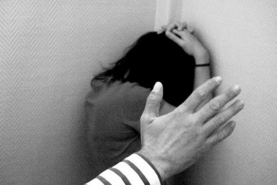 Detenido por intentar cortarle el cuello a su ex pareja, ella se defendió