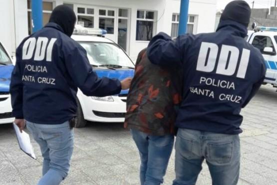 Tres sujetos fueron detenidos durante ocho allanamientos y se incautó cocaína