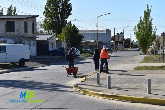 Preparan la calle para el desfile en Caleta Olivia