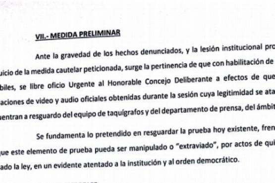 Escandalosa sesión: Por qué para los demandantes legalmente no tiene validez la elección de Ruiz
