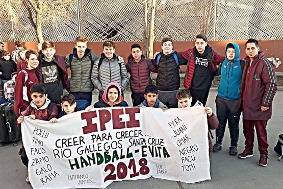 Los chicos del IPEI justo antes de partir desde el CePARD.