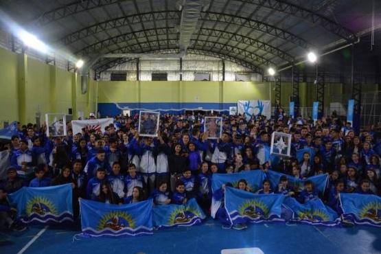 700 jóvenes deportistas santacruceños partieron rumbo a las finales