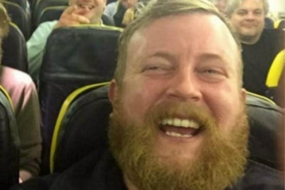 Dos desconocidos idénticos quedaron juntos en un vuelo