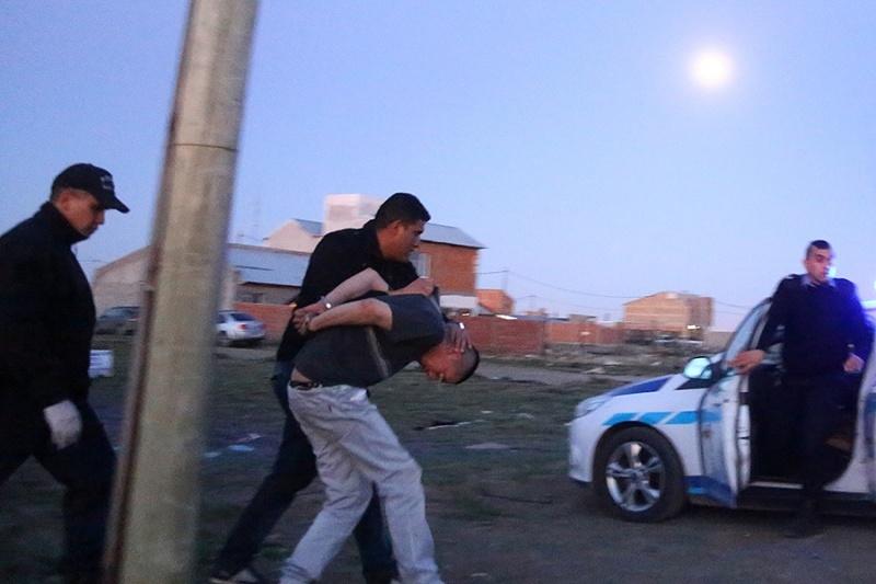 Momento en que se llevan detenido al sujeto. (C.G)