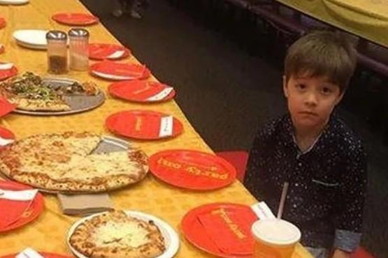 La triste historia del niño de 6 años al que dejaron solo en su cumpleaños y el inesperado desenlace