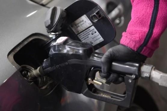 El petróleo y el dólar caen casi 10 por ciento en octubre, pero la nafta igual volvería a subir