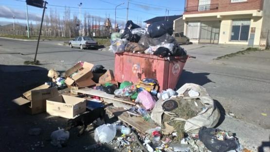 Se acumulan los residuos en los barrios.