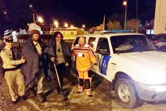 Fueron rescatados al quedar atrapados en un banco de arena