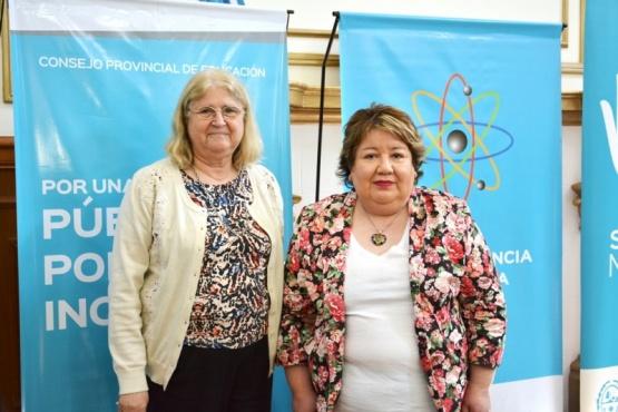 Prof. Ana Mancilla, coordinadora de Ciencia y Tecnología junto a la Prof. Norma Benedetto, secretaria de Coordinación Educativa del CPE. (C. R)