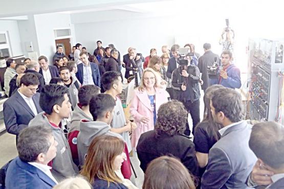 La Gobernadora destacó que esta obra se haya encarado con asistencia del Gobierno nacional. (C.G)