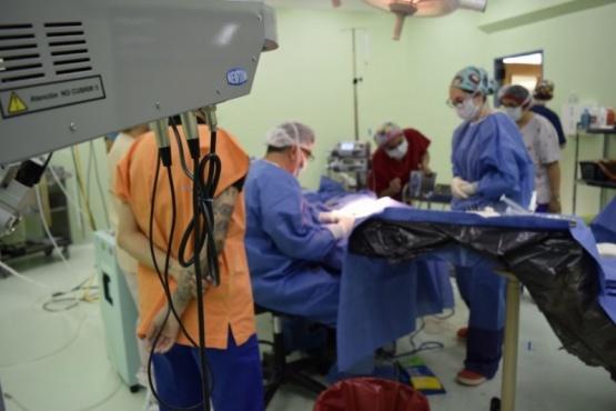 Se realizó el primer implante coclear en la provincia