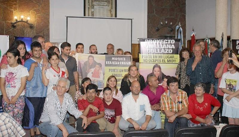 """En Córdoba ya comenzaron a instalarse los primeros carteles de """"Ponte en mi lugar""""."""