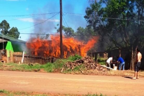 Le incendió la casa a su amigo tras discusión por el Boca - River