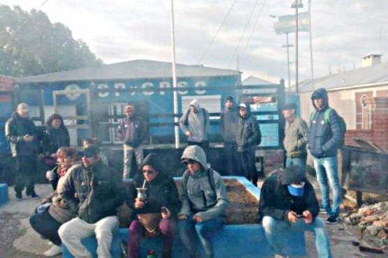 Los desocupados ayer frente al gremio petrolero en Las Heras