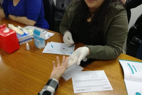 Equipo de salud se capacitó para realizar testeos de VIH