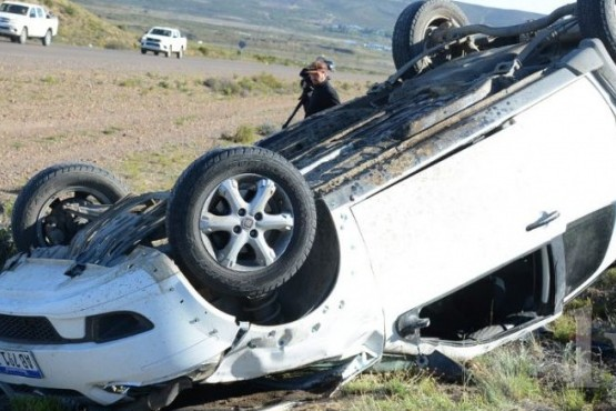 Volcó auto cerca de la ermita de la Difunta Correa