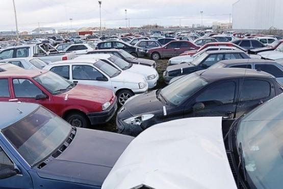 Vecino insiste con proyecto para remate de vehículos