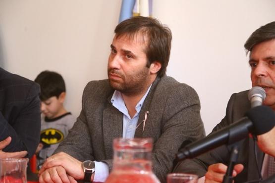 Roquel cuestionó el comodato del terreno e insistió con la sanción a Ruiz