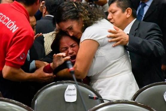 Una diputada se entera de la muerte de su hija en plena sesión