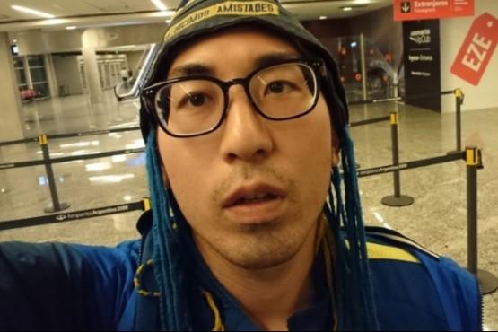 Un japonés viajó de Tokio a Buenos Aires, mira la Superfinal en la Bombonera y se vuelve