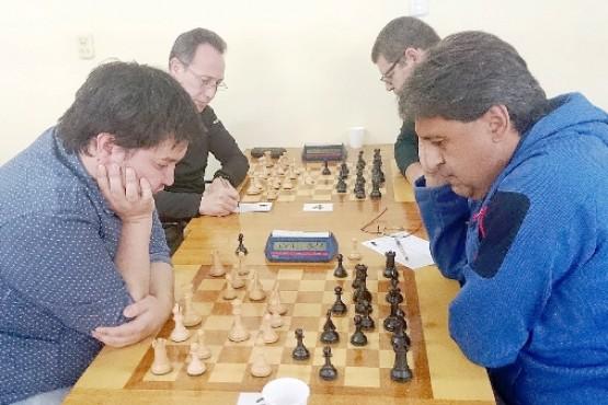 Harasic (derecha) sacó ya chapa de candidato.