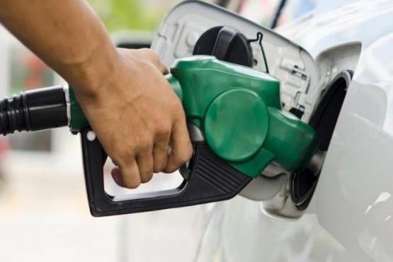 Una petrolera decidió bajar el precio de sus combustibles