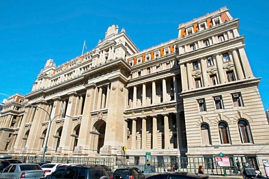 Un fallo de la Corte alimenta la expectativa de Santa Cruz en la demanda por el fondo sojero