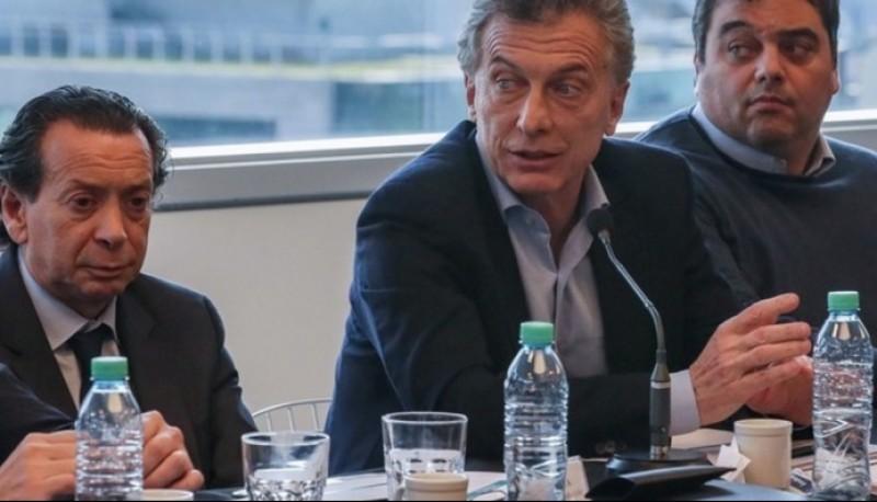El ministro de Producción, Dante Sica, con el presidente Mauricio Macri y el secretario de Trabajo, Jorge Triaca.